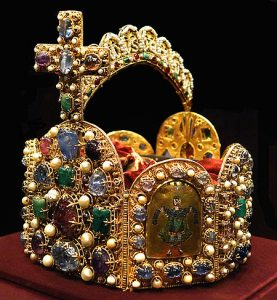 450px-Holy_Roman_Empire_Crown_(Imperial_Treasury)2