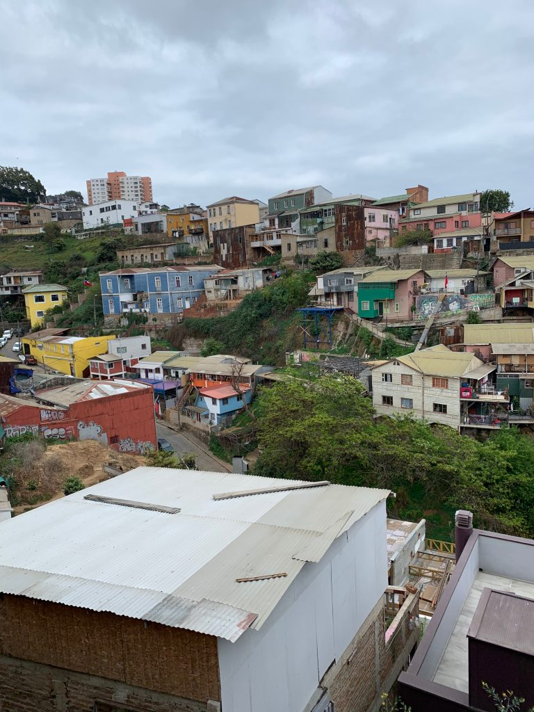 A view of the housing structure in Valparaíso!